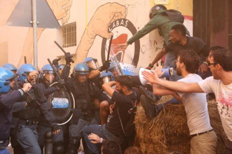 Италия: Жестокое выселение сквотов в Болонье