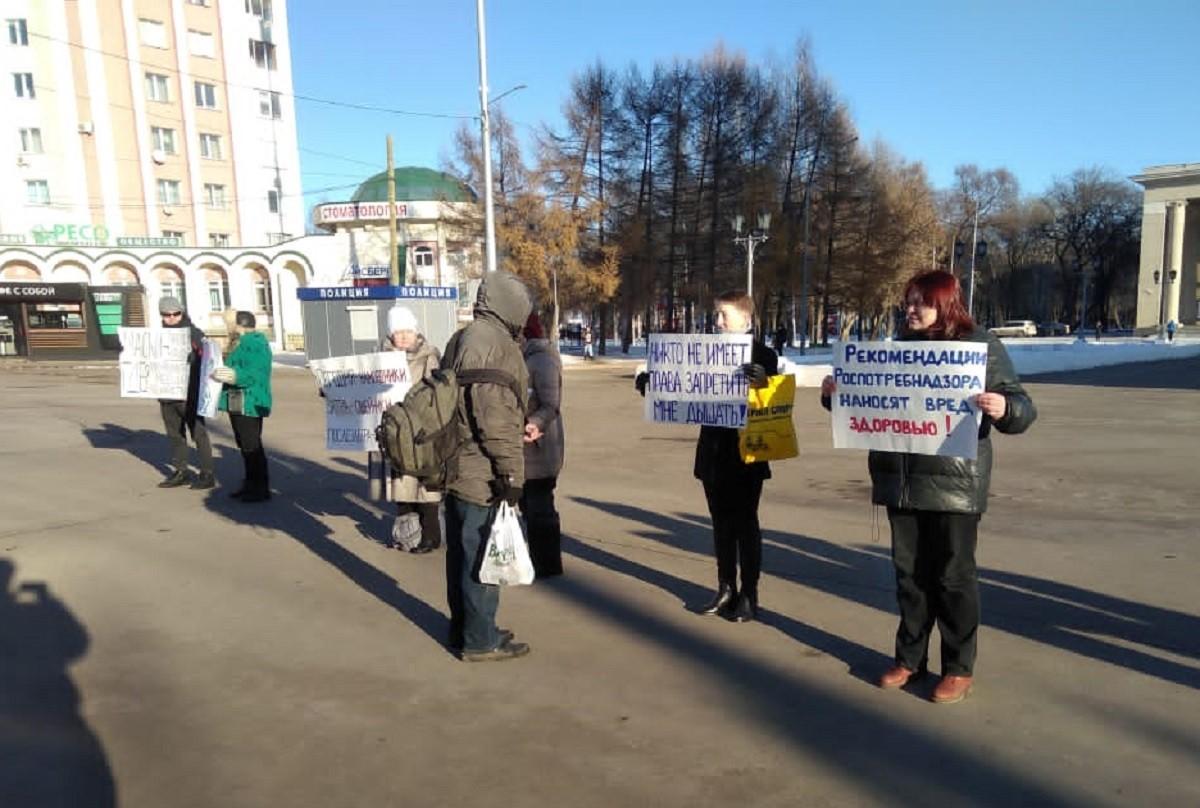 """Пикеты против """"корона-диктатуры"""" в Кирове"""