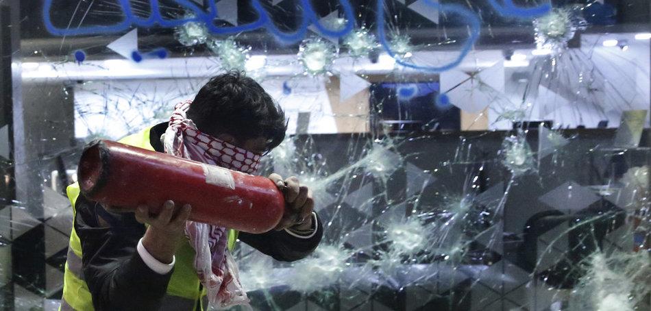 Ливан: протестующие штурмуют банки