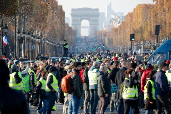 """Франция: Восстание """"желтых жилетов"""""""