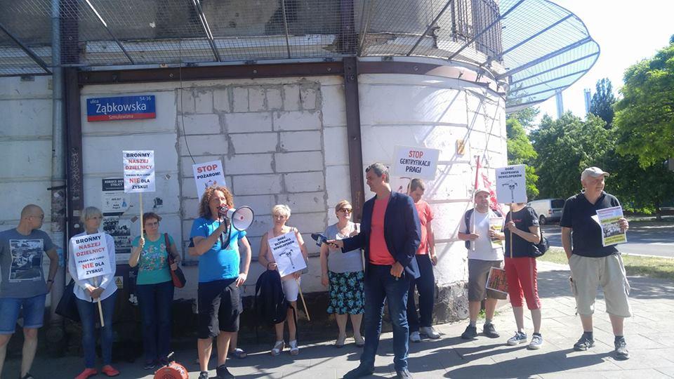 Варшава: Жильцы протестуют против поджога домов девелоперами
