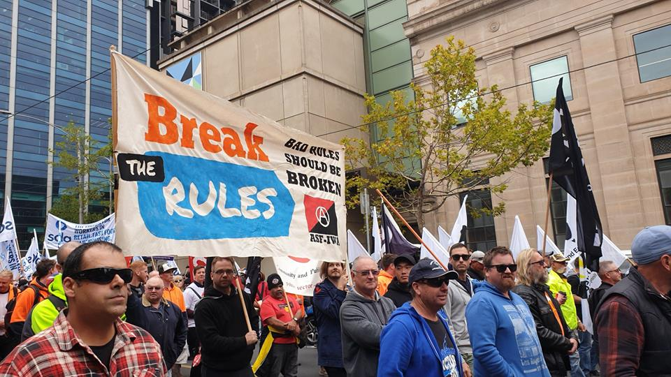 """Анархо-синдикалисты Австралии приняли участие в марше """"Изменить правила"""""""