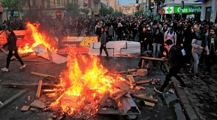Чили: Социальный бунт и отмена повышения платы за проезд