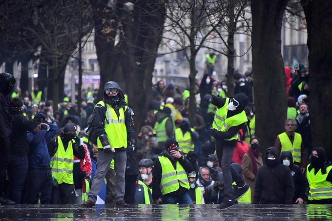 """Франция: пятый """"день протеста"""" """"желтых жилетов"""""""
