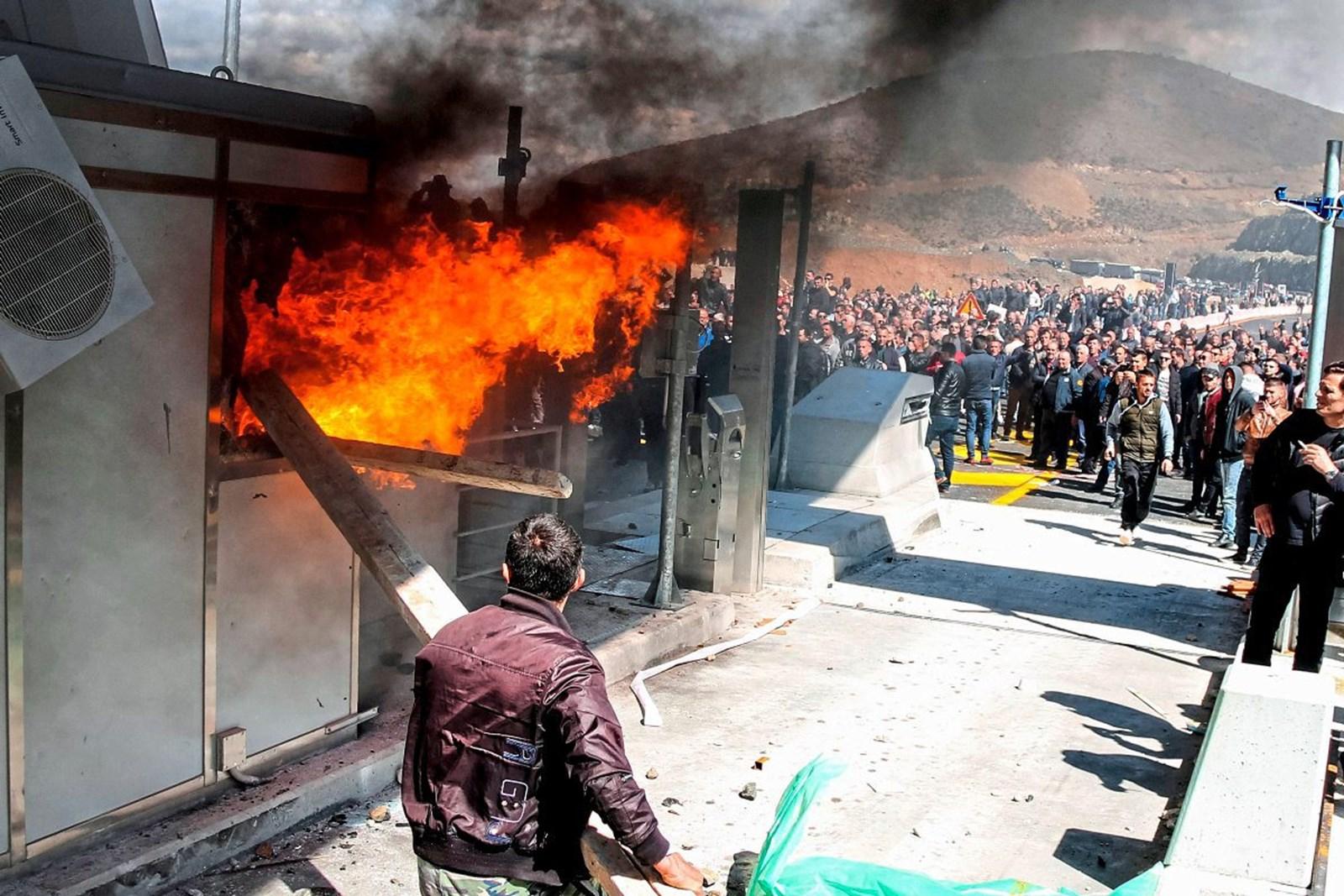 Албания: Протест против платы за проезд