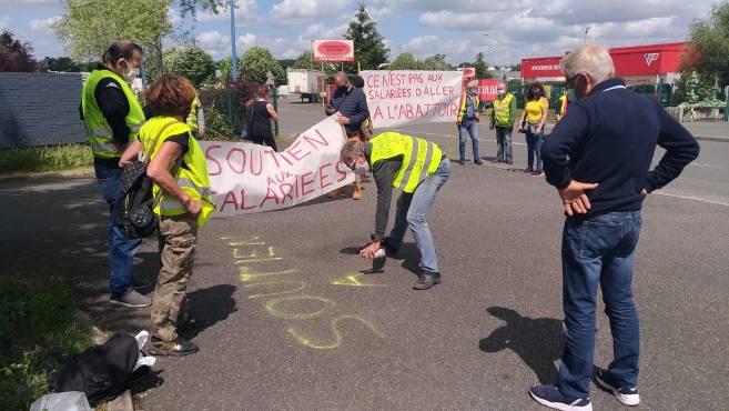 """Франция: """"Желтые жилеты"""" демонстрируют, несмотря на запреты"""