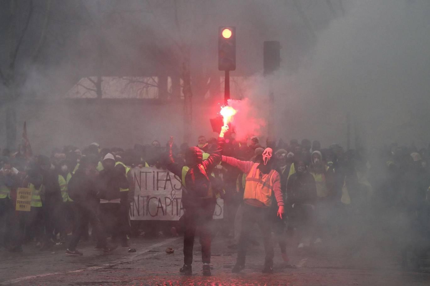 """Франция: """"Желтые жилеты"""" не сдаются"""